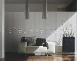 טפט לקיר בצורת פסים בגוונים קרם שמנת ואפור נוצץ