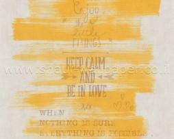טפט כתוביות חומות ברקע צהוב משופשף