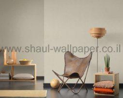 טפט לסלון בגוון ירוק בהיר עם נצנצים זהובים