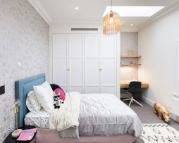 טפטים לסלון ,חדר שינה,וחלל הבית טפט לחדרי ילדים זברה בצבע לבן מבריק ולבן מט